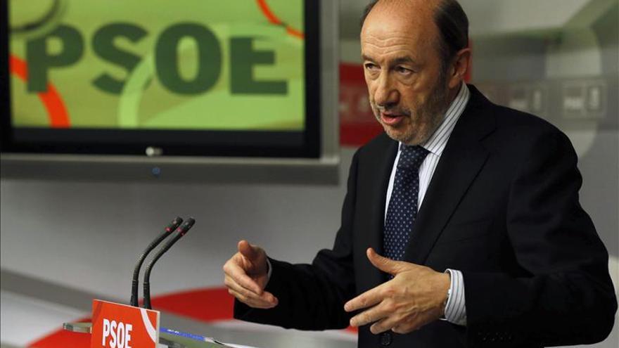 Rubalcaba niega haber comunicado al PSOE que no se presentará a las primarias
