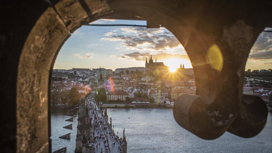 La República Checa reintroduce la mascarilla en todo el transporte público