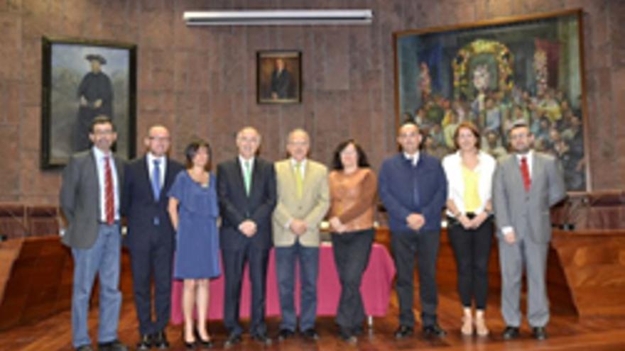 El Gobierno de Canarias y los siete cabildos destinarán 8,9 millones de euros para garantizar durante 2013 la continuidad de la Red Canaria de Servicios y Centros de Atención a las Víctimas de la Violencia de Género.
