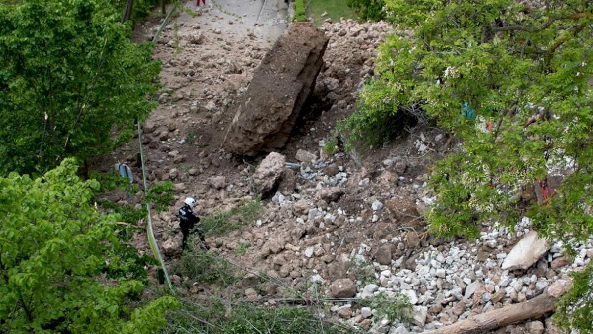 Derrumbe en una calle que da acceso a las Casas Colgadas de Cuenca