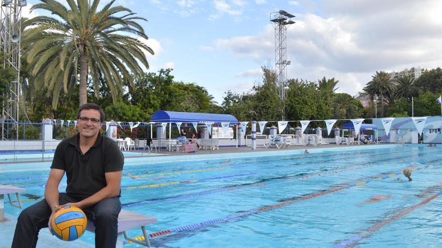 Dos candidatos para presidir el club nataci n las palmas for Piscina julio navarro
