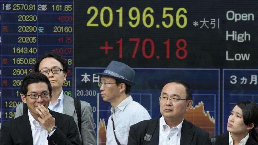 El Nikkei toca su mayor nivel en 15 años en el primer tramo de la sesión