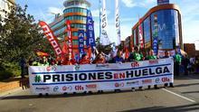 Los funcionarios de prisiones protestan ante la sede de Ciudadanos