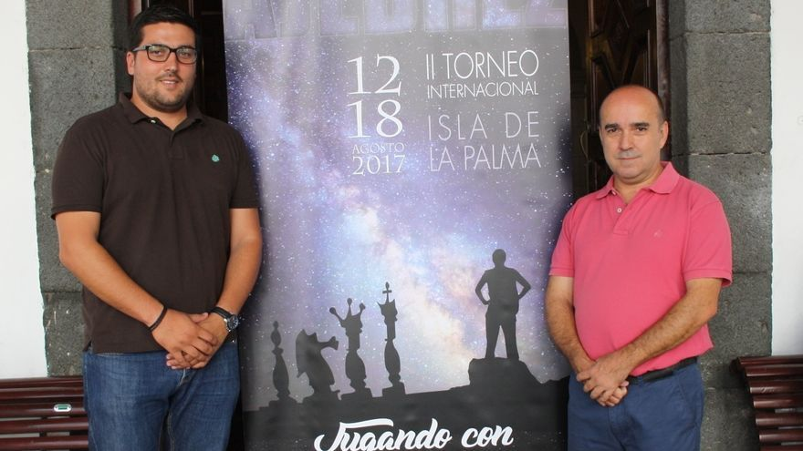 Raico Arrocha, concejal de Deportes del Ayuntamiento de Santa Cruz de La Palma, y José Carlos Martín, presidente de la Federación Canaria de Ajedrez.