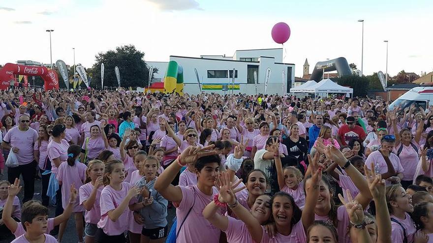 Carrera contra el cáncer de mama en Bezana.