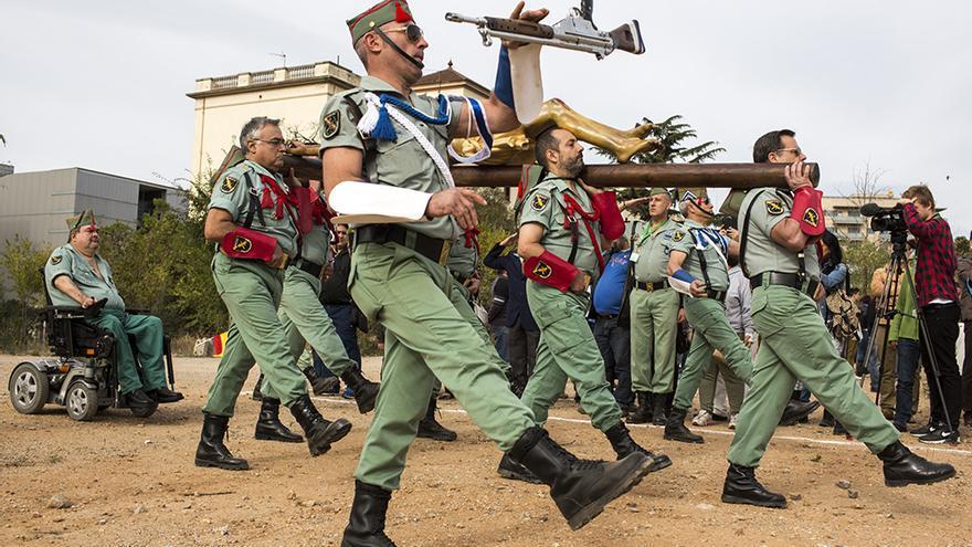 Los antinguos legionarios de Barcelona durante la procesión del Cristo de la Buena Muerte