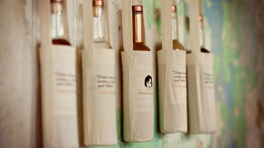 Tipos premia el diseño de la marca de orujo ecológico Justina de Liébana