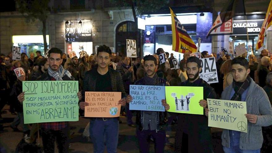 Unas 3.000 personas rechazan en Barcelona la respuesta violenta al terrorismo