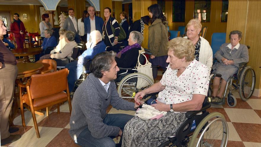 El alcalde y la Corporación visitan esta Nochebuena varios centros sociales