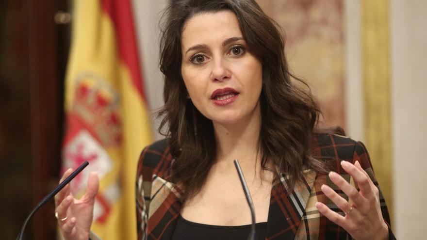 """Arrimadas acusa a Sánchez de copiar el discurso de Torra cuando pide """"superar la deriva judicial"""" en Cataluña"""