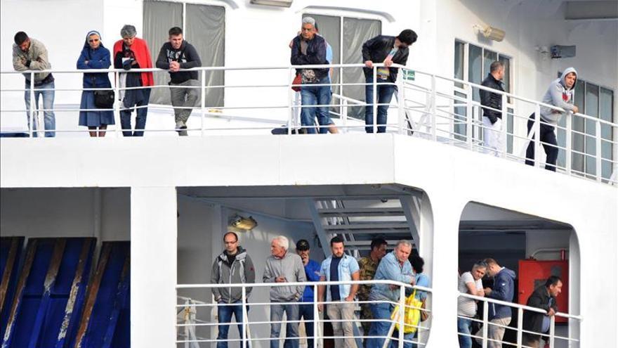 Un ferry regresa a un puerto en Italia tras sufrir un incendio sin víctimas