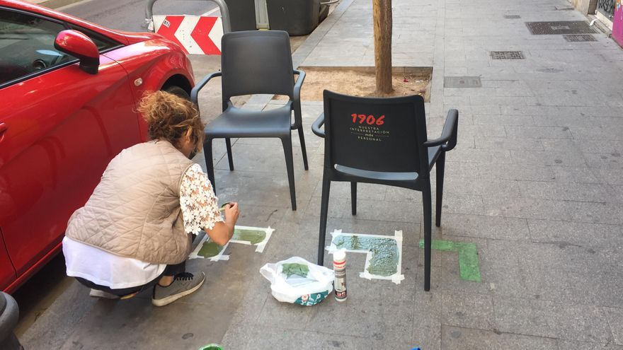 Una de las terrazas de la calle Cádiz que ha sido repintada