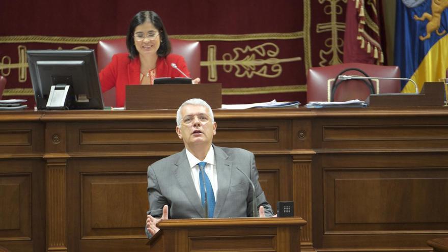 Manuel Marcos Pérez Hernández, diputado por La Palma del grupo Socialista en el Parlamento de Canarias, este martes en el pleno de la Cámara regional.