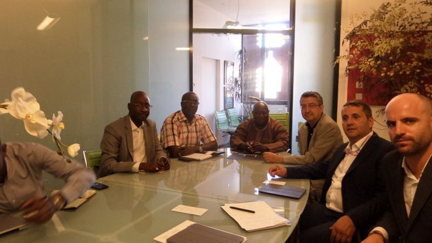 El equipo de GlocalUp en una de las reuniones programadas en Senegal