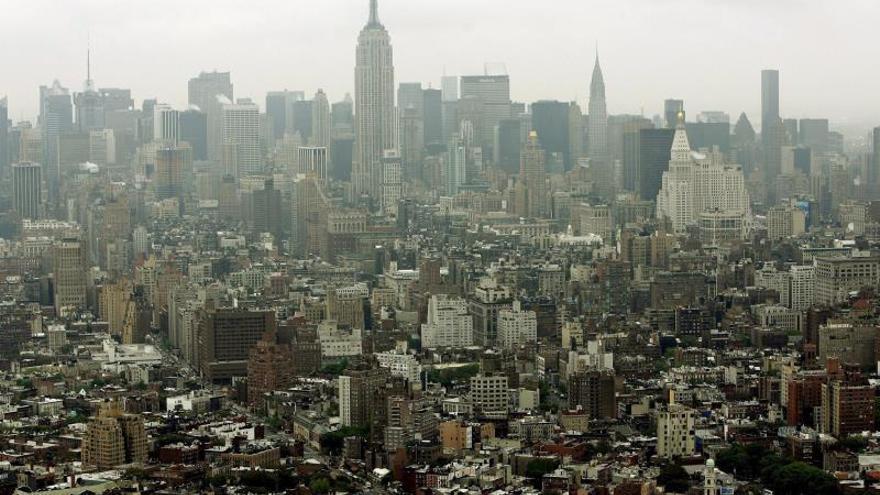 Nueva York aprueba ley para combatir alza en precios del alquiler