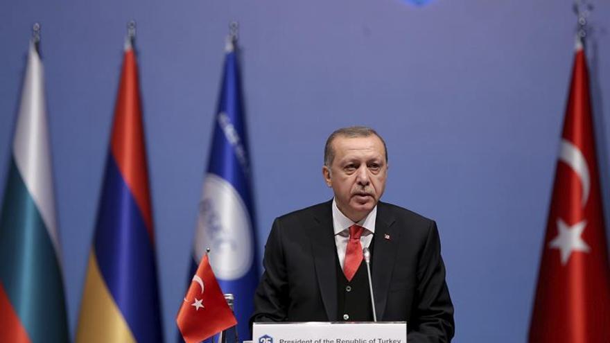 Erdogan acusa a Alemania de apoyar el terrorismo