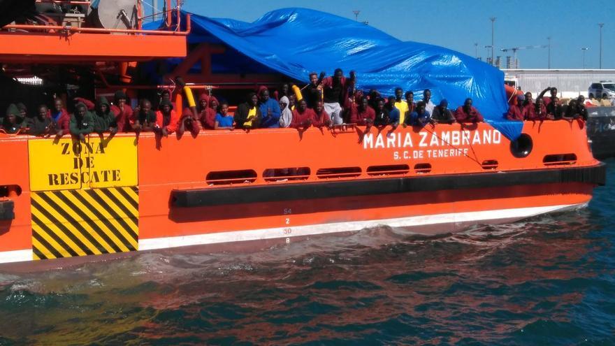 El María Zambrano tiene más de 200 migrantes a bordo mientras sigue amarrado en el Puerto de Algeciras