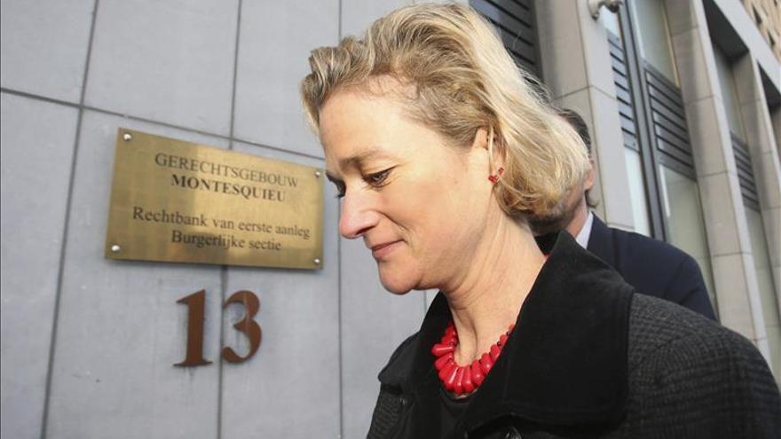 La corte de Bruselas pide ayuda al Constitucional en el caso de la hija ilegítima de Alberto II