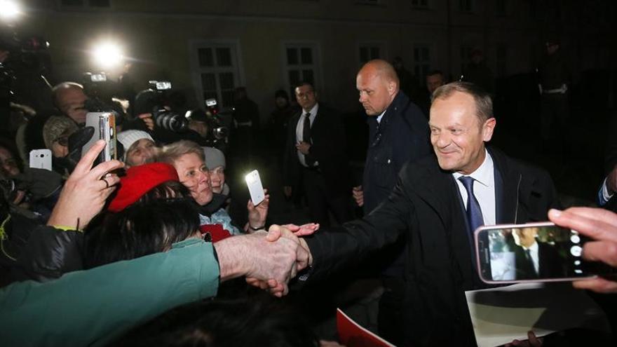 La Comisión Europea reitera su confianza en Tusk tras declarar en Polonia