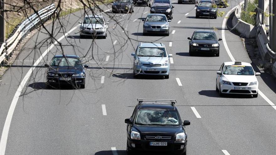 El 60 % de vehículos tiene defectos en ruedas, luces y frenos, según informe