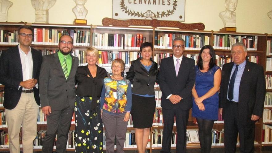 En la imagen, algunos de los asistentes a la inauguración de la exposición. Foto: LUZ RODRÍGUEZ