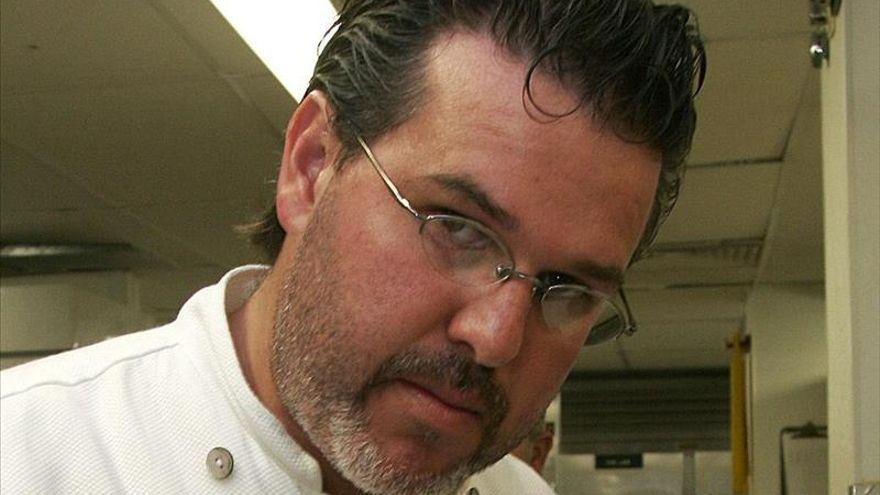 El chef Richard Sandoval celebra la fusión de sabores latinos en su nuevo libro