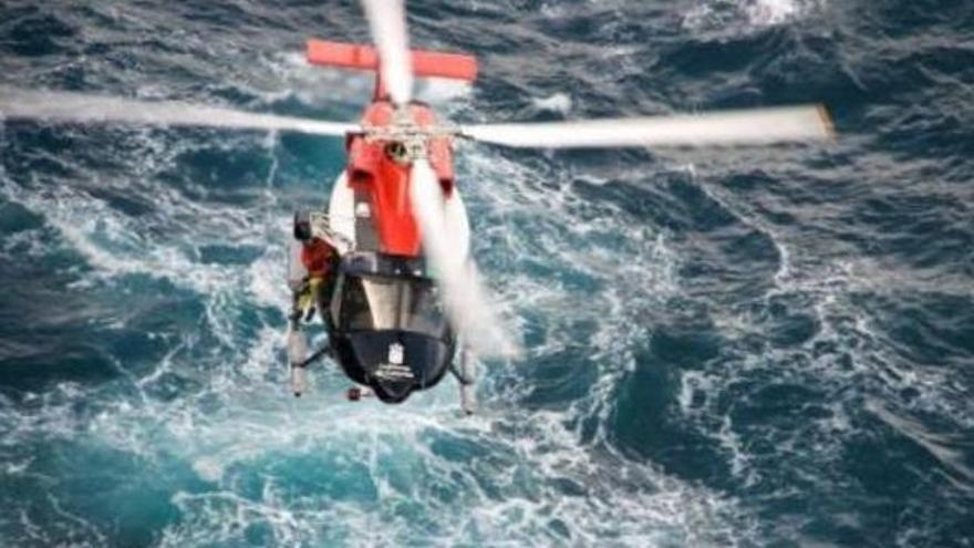 Helicóptero del Gobierno de Canarias, en una imagen de archivo