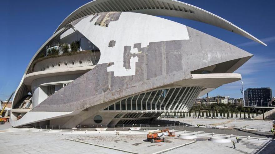 El trencadís del Palau de les Arts es va haver de canviar perquè va tenir despreniments