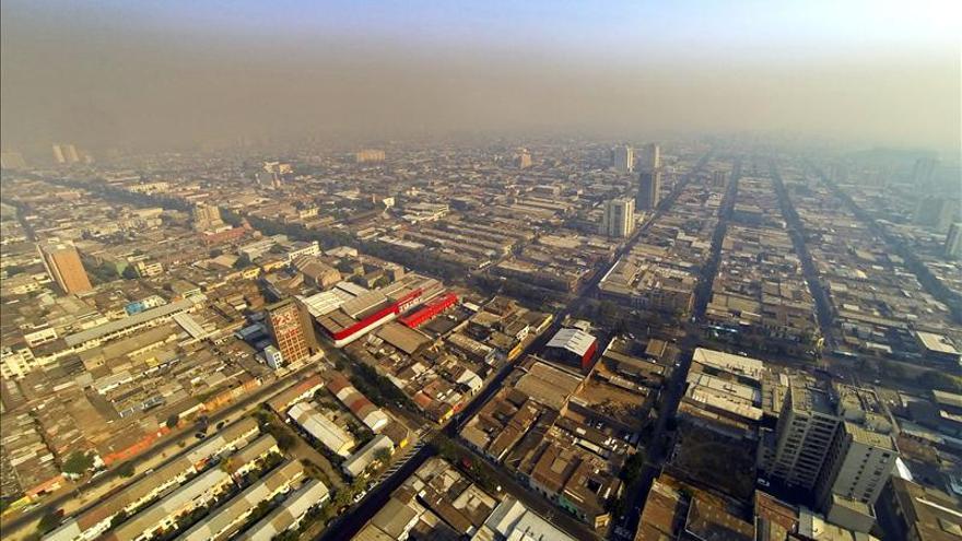 """""""Alerta roja"""" en dos regiones del sur de Chile por incendios forestales"""
