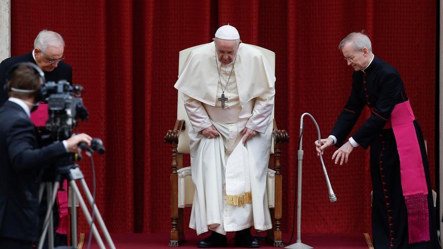El papa retoma el contacto con los fieles en las audiencias tras seis meses
