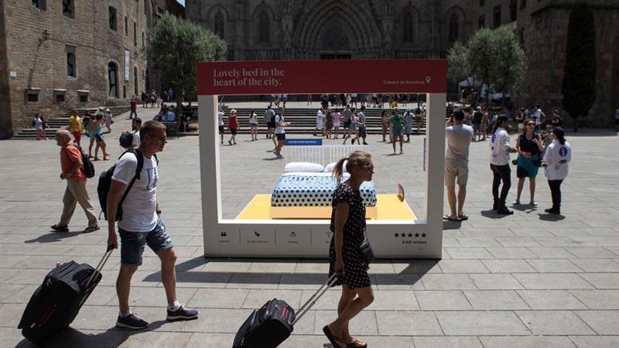 Dos fallos avalan la suspensión de licencias de pisos turísticos en Barcelona