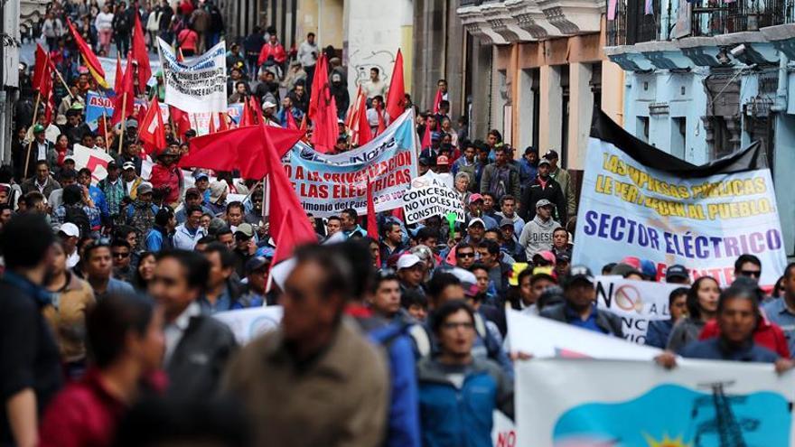 Sindicatos y campesinos de Ecuador marchan contra las privatizaciones y los despidos