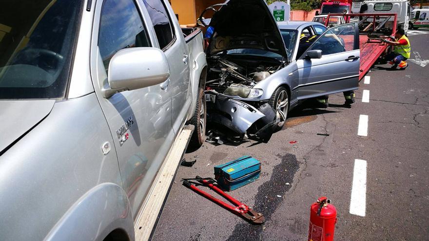 Dos de los cuatro vehículos afectados en el accidente.