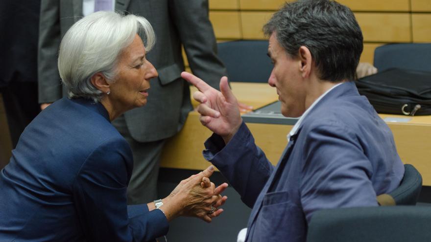 La presidenta del FMI, Christine Lagarde, junto al ministro griego de Finanzas en el Eurogrupo del domingo. / Jonathan Raa/ZUMA Press