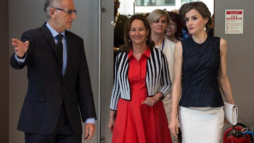 La reina de España pide luchar contra el cambio climático para mejorar la salud