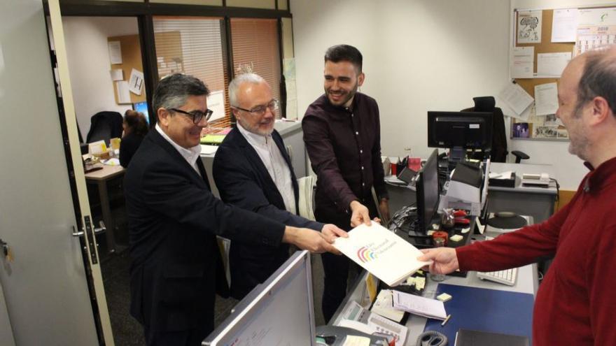 Alfred Boix, Antonio Montiel y Fran Ferri, registrando la propuesta de reforma de la ley electoral valenciana