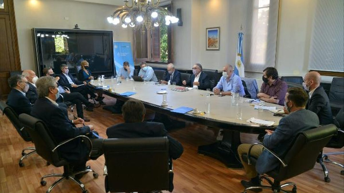 Reunión de hoy del ministro Basterra con la nueva Mesa Intersectorial del Maíz.
