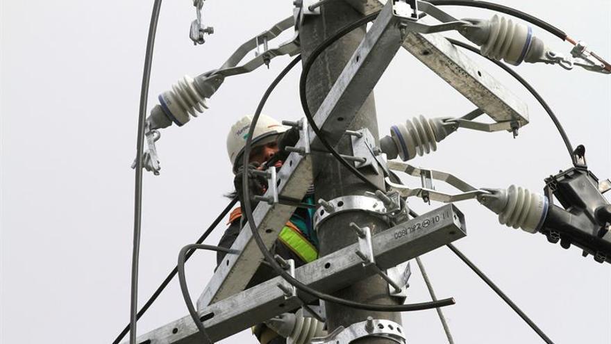Transportan 70 generadores desde la península para dar electricidad a Menorca