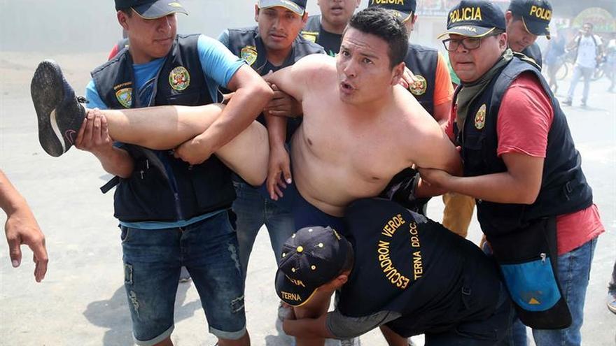 Disturbios causan al menos dos heridos y 60 detenidos en Lima