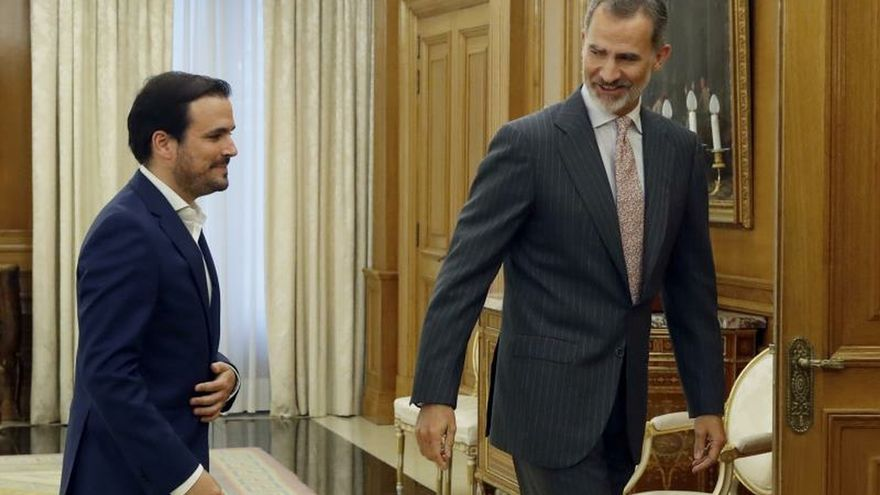 El rey recibe en la Zarzuela al líder de Izquierda Unida, Alberto Garzón