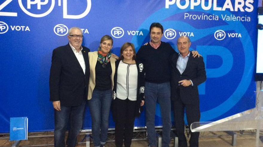 La candidata popular, Elena Bastidas, junto a Isabel Bonig en el inicio de la campaña electoral