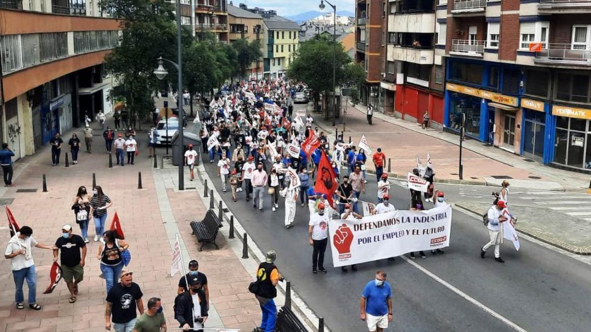 Manifestación contra los despidos de LM en Ponferrada.
