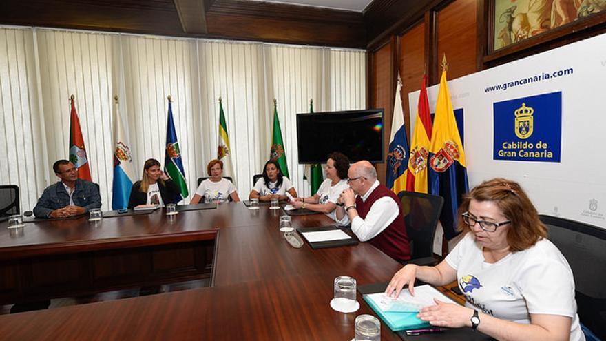 El presidente del Cabildo de Gran Canaria, Antonio Morales, recibe a las representantes del Sindicato de Camareras de Piso, Las Kellys