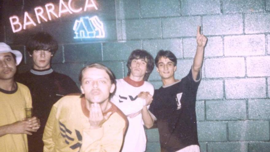 Jóvenes en la discoteca Barraca