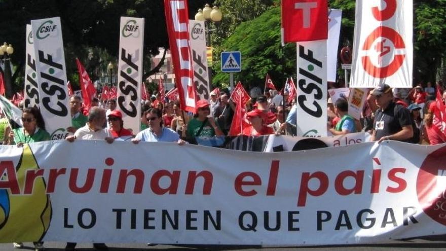 Las manifestaciones en Canarias piden un referéndum sobre los recortes del Gobierno