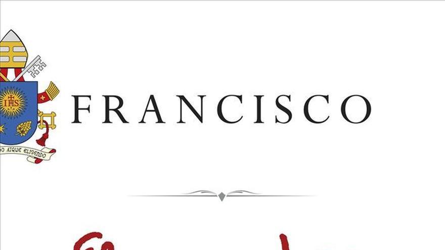 El papa Francisco escribe a mano la portada de su primer libro