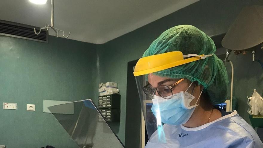 Una empresa del PAMA de Aznalcóllar dona mamparas protectoras para los quirófanos del Valme