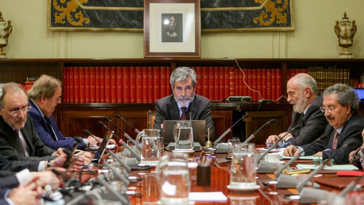 El presidente del CGPJ, Carlos Lesmes, preside un pleno.