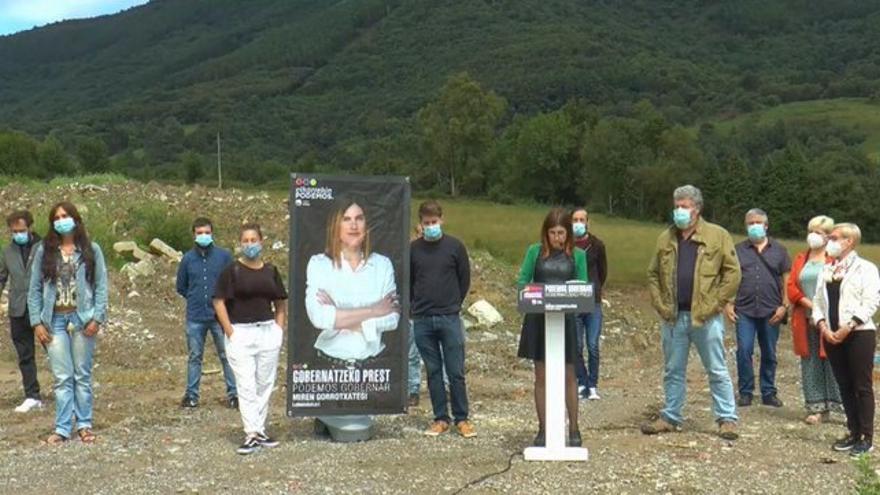 La candidata de Elkarekin Podemos-IU en un acto en la zona de Zaldunborda (Hondarribia)