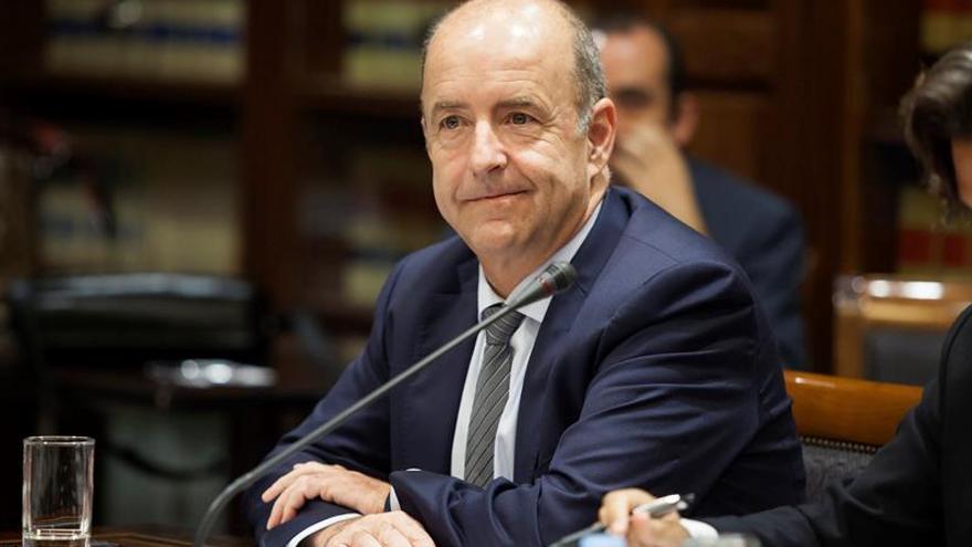 El consejero de Economía, Industria, Comercio y Conocimiento, Pedro Ortega, durante una comisión parlamentaria.